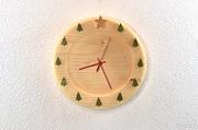 北欧の森を感じさせる掛け時計
