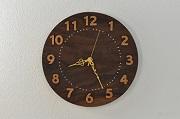 シックなデザインのブラックウオルナットの木の掛け時計