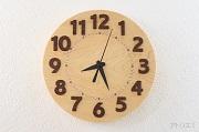 大きな数字で見やすい檜の掛け時計