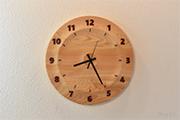 木曽檜の木目を楽しむ木の掛け時計