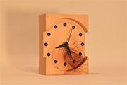 木曽檜の置き時計